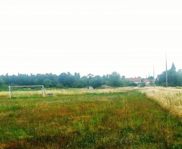 Endre IP. Fotbollsplanen ligger strax norr om Endre backe, bakom Majbrasan. Seriespel på 1930-talet. Endre IF:s hemmaplan.