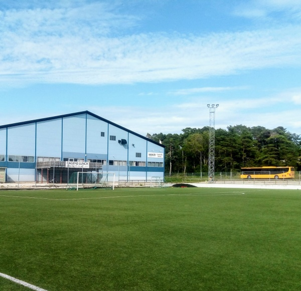 Slite IP, konstgräsplan Den före detta grusplanen vid ishockeyrinken som blev konstgräsplan 2009, är Slites tredje fotbollsplan IK Graips hemmaplan (Cementa hockeyarena i bakgrunden)