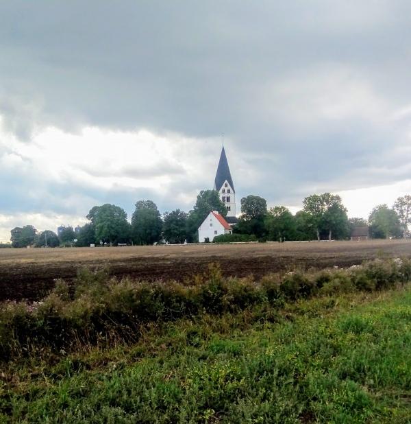 Stenkyrka IP. Mellan 1946-52 låg Stenkyrka IF:s hemmaplan vid Kahlboms kvior, öster om skolan.