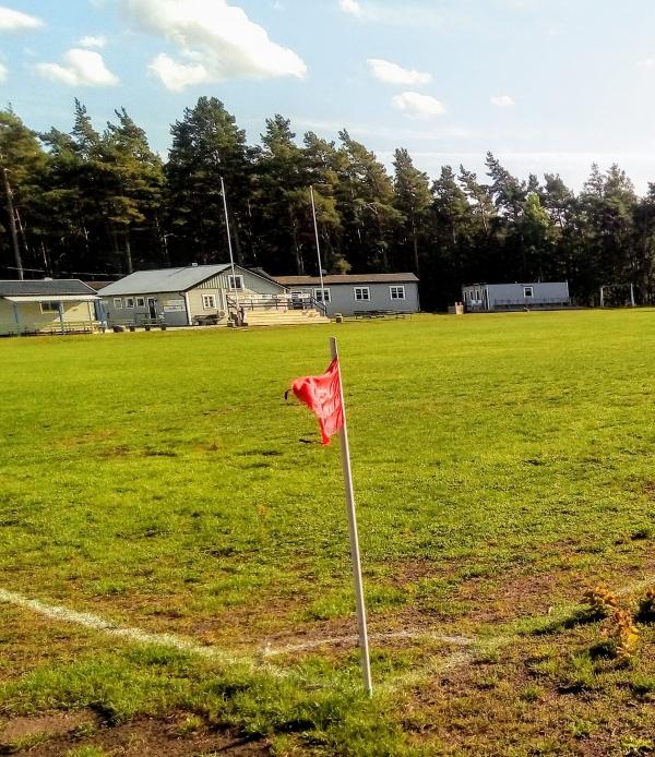"""Väskinde AIS nya hemmaplan ligger vid Björkome, alldeles öster om byn. Några år efter att VAIS hade lagt fotbollsskorna på hyllan (1948) tog 'vaisarna"""" nya tag ute på Björkome där de inledde anläggandet av en ny idrottsplats. Björkome IP stod klar i mitten av 1950-talet och 1960 var Väskinde AIS åter med i seriespel, efter 12 års vila. (Vais hade lag med i pojklagsserier, under 1950-talet). Seriespel: 1929-1948, 1960-1987, 2005- Även VSB FF hade Björkome som en av sina hemmaplaner. Färger: blå/svart. Seriespel: 1988-2010."""