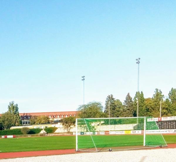 """Östra Byrummets IP, Visby. Vid sekelskiftet, (1904) fick Visby sin andra fotbollsplan som låg vid """"Kajsarn"""" eller ungefär där Gutavallen ligger. Här spelade IF Kamraterna, Gute, VIF, A7 och I 27."""