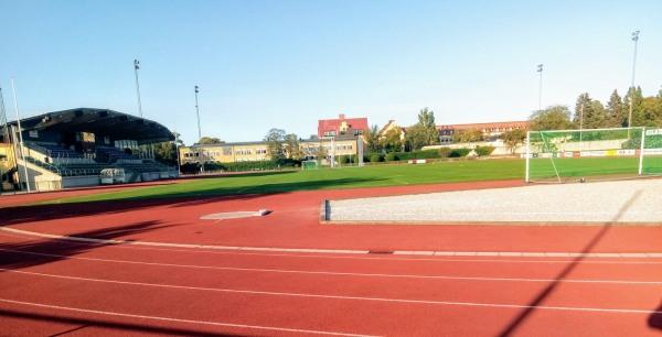 """Söndagen den 26/7 1927 invigdes den nybyggda Gutavallen, efter 5 års arbete och ersatte Östra Byrummets gamla IP. 1931 stod """"Lilla Ringmuren"""" klar, en mur som hade byggts av nödhjälpsarbetare, för att hindra gratistittare på matcherna. 1994 sattes strålkastarna upp. Hemmaplan för I.S Hansa, seriespel: 1925-26, Visby AIK 1930-, IF Gute, Visby IF, VIF Gute, gamla Wisby BoIS samt SK Vulcan 1954-55 (ett kvarterslag från innerstan som hade Degerfors som idoler). Damfotboll: VIF Gute och Visby AIK, på 1970 och 1980-talen vilka sedan flyttade till P 18 och slog sig samman."""