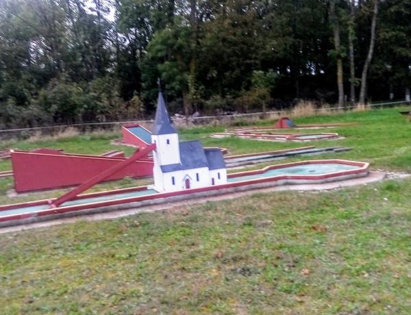 Bäl IP. Bäl IF:s (bildad 1921, gamla Bäl IF från slutet av 1800-talet) andra fotbollsplan låg norr om kyrkan och användes mellan år 1900 och 1950 då fotbollsplanen i Upphuse, 500 m norrut invigdes. Färger: vit/svart. Seriespel: inget.